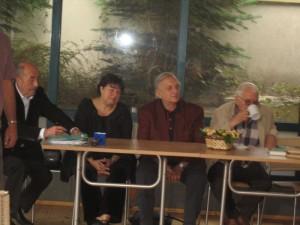 Членовете на авторитетното жури отляво надясно: Димитър Шумналиев, Виза Недялкова, Георги Константинов и Панчо Панчев - Дядо Пънч. (Петият член Алек Попов не е на снимката, защото по това време пътуваше).